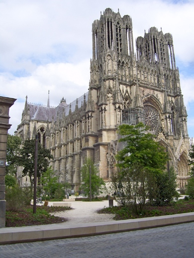 http://www.tfsimon.com/photo-reims-cathedral-2-small.JPG